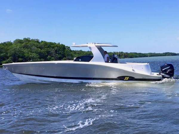 The luxury cruising go fast fishing boat underwater for Fast fishing boats